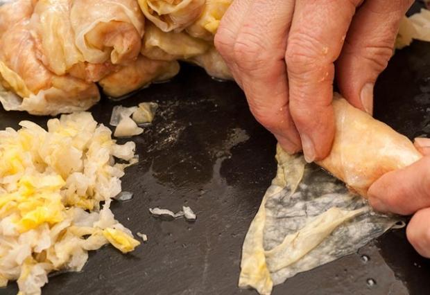 Lahana sarması nasıl yapılır? Etli lahana sarması tarifi
