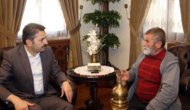 Belediye Başkanı Eroğlu, bulduğu altınları polise veren hurdacıyı kabul etti