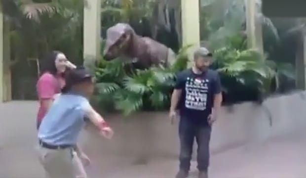 Dinozor aklını başından aldı