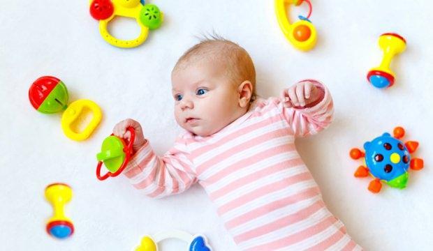 Bebeklerin ilk yaş oyuncakları neler olmalı?
