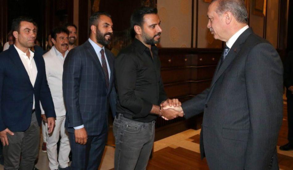 Türkücü Alişan'dan bomba çıkış: Bana yalaka dediler