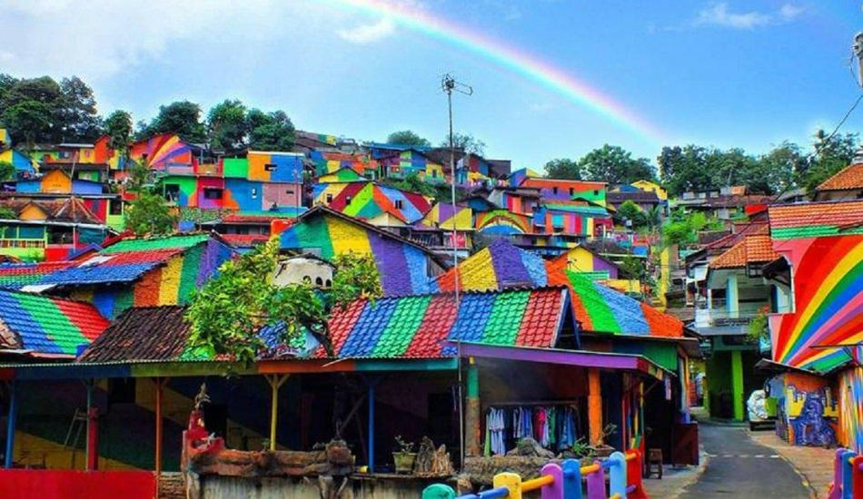 Gökkuşağı köyü boyandı!