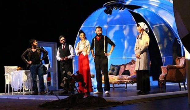 Peyami Safa'nın 'Yalnızız'ı tiyatro sahnesinde