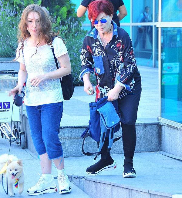 Ünlü şarkıcının kızı köpeğiyle gittiği mekandan