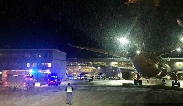 İsveç'te yolcu uçağı binaya çarptı