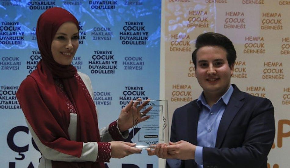 Tesettürlü Zeynep Gamze Özçelik hazırladığı özel koleksiyonu tanıttı