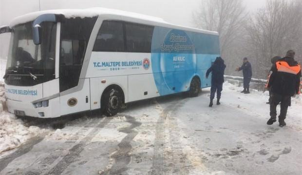 Kartepe'de yoğun kar yağışı! 75 kişi mahsur kaldı