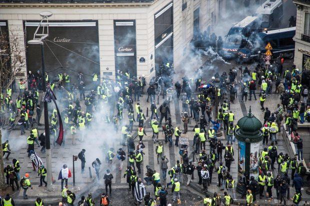 Fransa'da sert müdahale! 700 gözaltı, 30 yaralı…