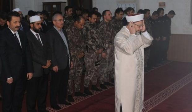 Ali Erbaş, PÖH'lerle namaz kıldı