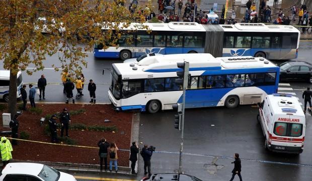 Ankara'da otobüs yayaların arasına daldı!