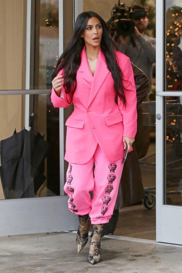 Kim Kardashian öyle bir şey giydi ki