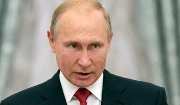 Sürpriz isim Putin'e kafa tuttu!