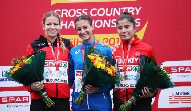 Yasemin Can üst üste üçüncü kez Avrupa şampiyonu