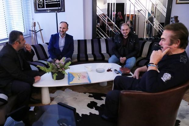 Orhan Gencebay engelli adamın hayalini gerçekleştirdi