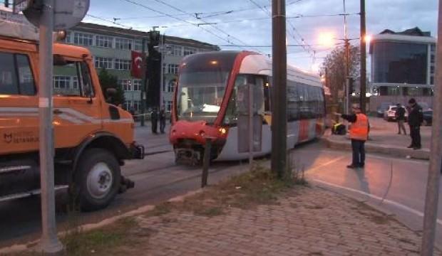 Kazaya karışan tramvay vagonları çekildi