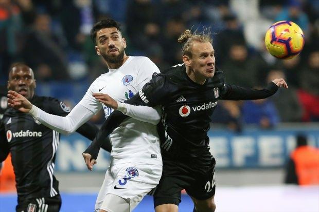 Zirve yolunda Beşiktaş'a ağır darbe!