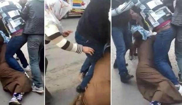Dedikodu yapan kadını böyle dövdüler!