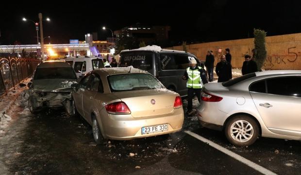 Elazığ'da zincirleme trafik kazaları: 10 yaralı