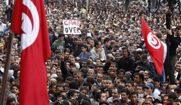 Tunus'ta protestolar! Öfke kontrol edilemiyor
