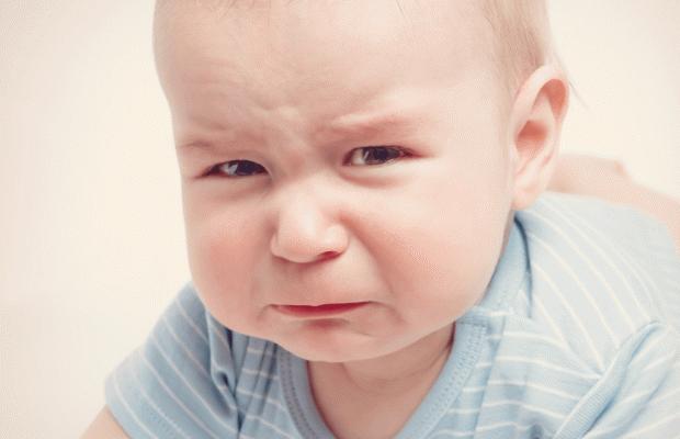 Bebekler neden kusar? Anne sütü alan bebeklerde kusma neden olur? Yenidoğan bebeklerde kusma