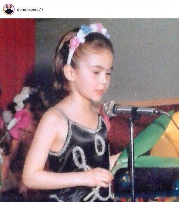 Demet Şener çocukluk fotoğrafı