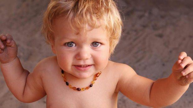 bebekler için kehribar kolyenin faydaları