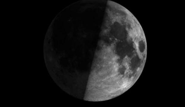 Ay'ın karanlık yüzüne inildi! Dünyanın gözü orada