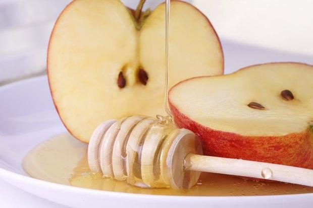 Bal ve elma maskesi