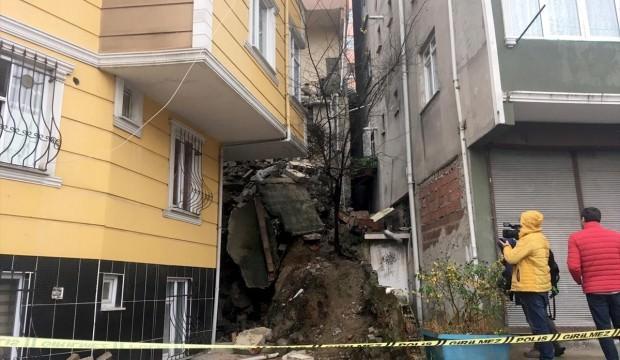 Kağıthane'de duvar çöktü! 2 bina boşaltıldı...