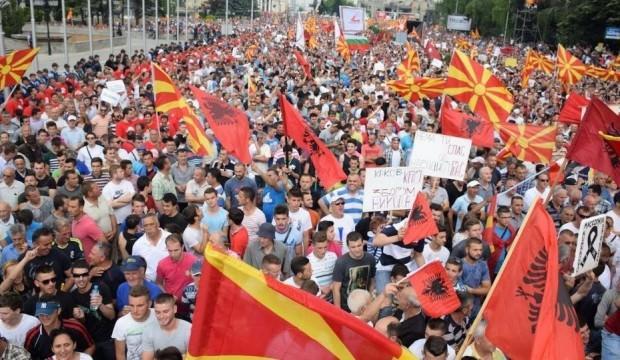 Makedonya'nın adı resmen değişti