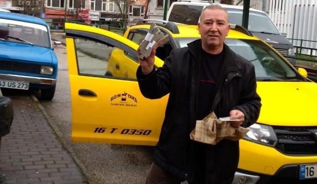 Taksisinde bulduğu poşeti açınca şaşkına döndü