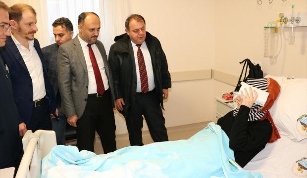 Kaymakam Özdemir kazada yaralanan öğrencileri hastanede ziyaret etti