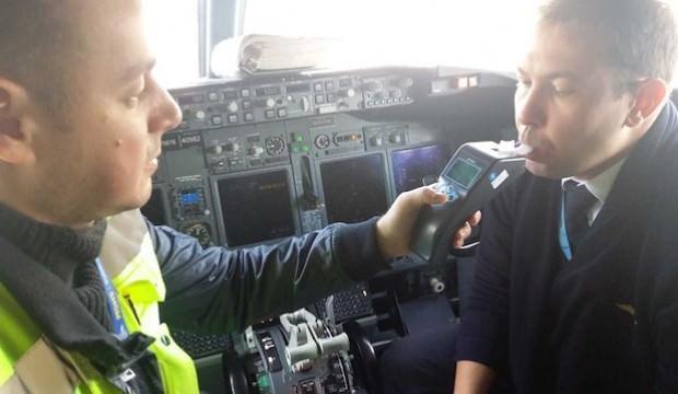 Havalimanında pilotlara alkol testi