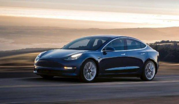 Tesla meydan okudu! Hackleyene bedava Model 3