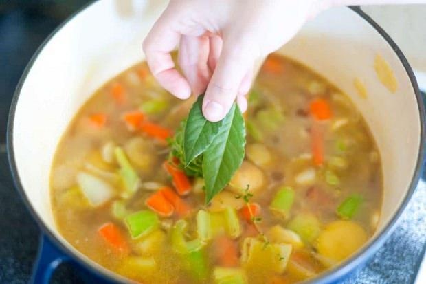 Kış sebzeli çorbaya nane ekleyebilirsiniz