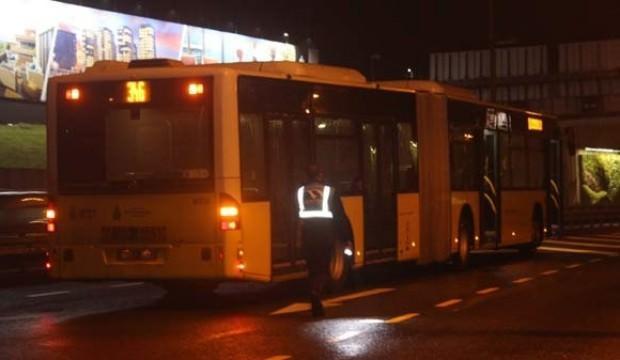 Metrobüs yoluna giren şahsa, metrobüs çarptı