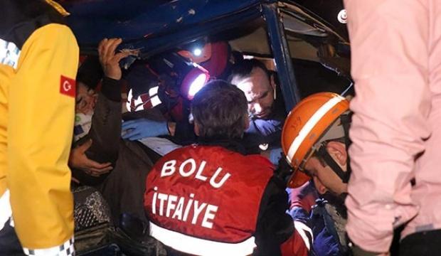 Bolu'da feci kaza! Aracın içinde sıkıştılar