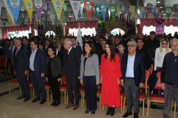 Aday tanıtım toplantısında PKK marşı!