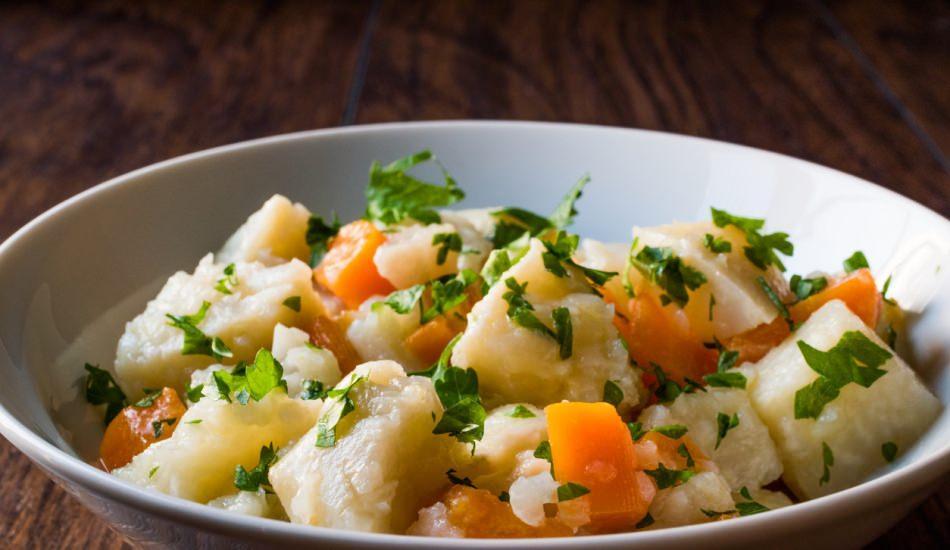 Zeytinyağlı kereviz yemeği nasıl yapılır?
