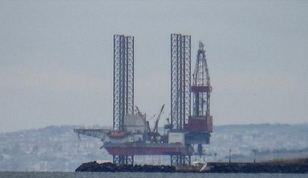 Dev petrol arama platformu Silivri'de çalışmalarını sürdürüyor