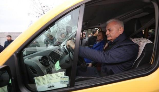 Binali Yıldırım Kadıköy-Taksim dolmuşunu kullandı