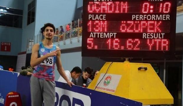 Üç adım atlamada Türkiye rekoru!