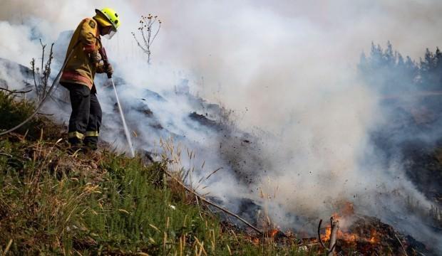 Tarım arazisine yıldırım düştü, yangın çıktı