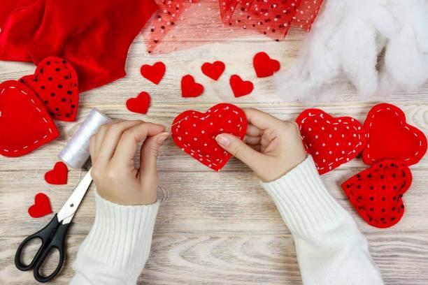 Pratik yolla kalpli yastık nasıl yapılır 97