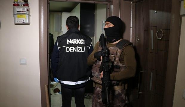 Uyuşturucu satıcılarına bilgi sızdırdığı iddia edilen polis yakalandı
