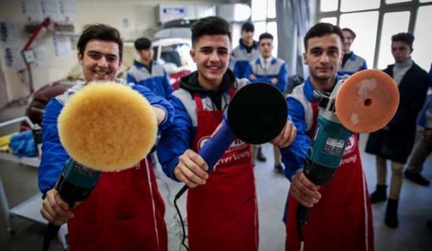 Liseli öğrencilere İtalyan ortak! Talebe yetişemiyorlar