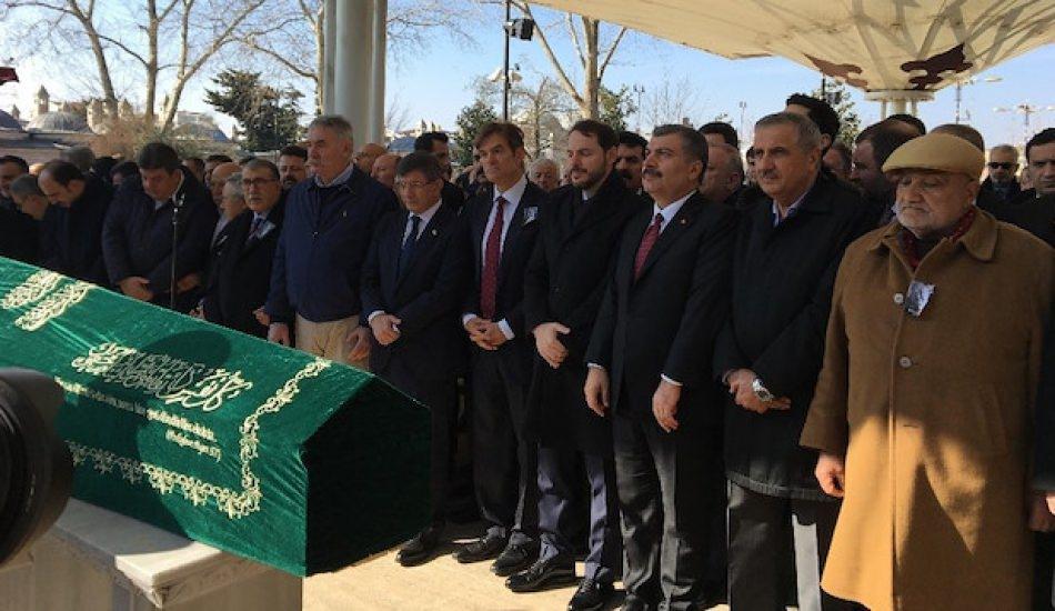 Ünlü doktor Mehmet Öz'ün babası son yolculuğuna uğurlandı