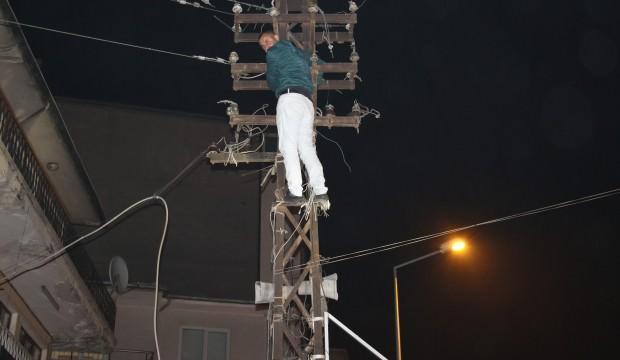 Çocuklarını göremeyince elektrik direğine tırmandı