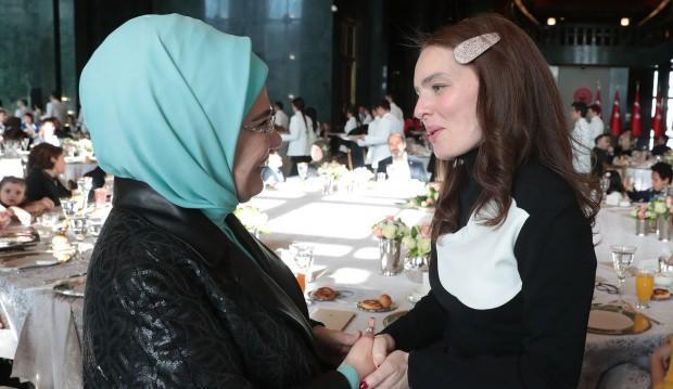Emine Erdoğan ve Nil karaibrahimgil