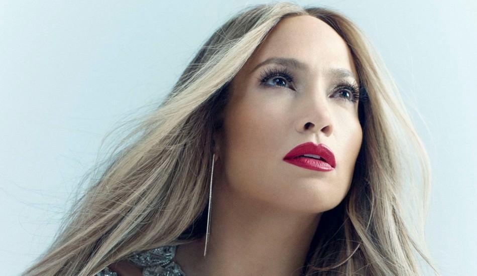 Jennifer Lopez sonunda nişanlandı!